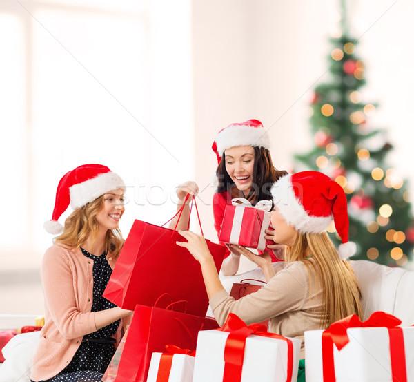Kadın yardımcı alışveriş Stok fotoğraf © dolgachov