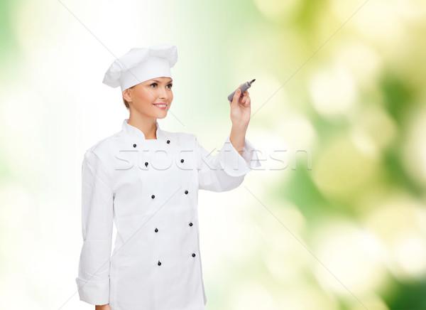 Glimlachend vrouwelijke chef schrijven iets lucht Stockfoto © dolgachov