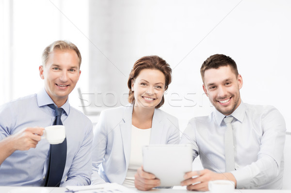 Stock fotó: üzleti · csapat · szórakozás · táblagép · iroda · üzlet · boldog