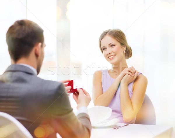 Stockfoto: Opgewonden · jonge · vrouw · naar · vriendje · ring · restaurant