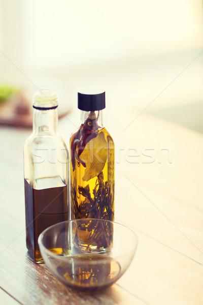 Stockfoto: Twee · olijfolie · flessen · kom · olie