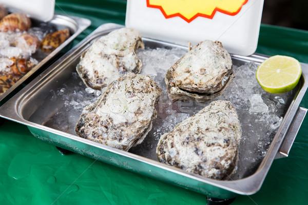 Istiridye deniz ürünleri buz Asya sokak pazar Stok fotoğraf © dolgachov
