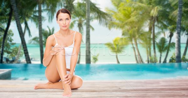 Foto stock: Bela · mulher · tocante · pernas · praia · pessoas