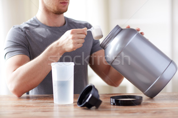 Hombre proteína Shake botella jar Foto stock © dolgachov