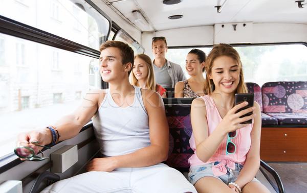 Stok fotoğraf: Mutlu · arkadaşlar · otobüs · dostluk
