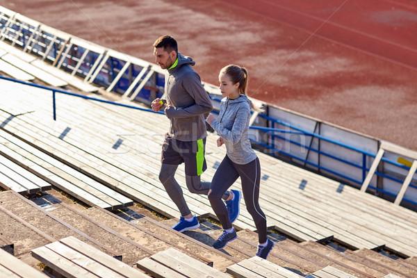 Casal corrida em cima estádio fitness esportes Foto stock © dolgachov