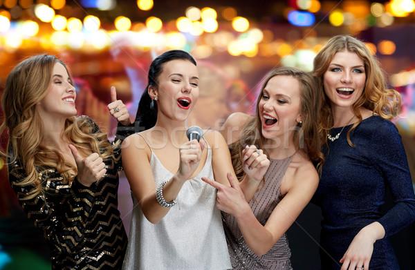 幸せ 若い女性 マイク 歌 カラオケ 休日 ストックフォト © dolgachov