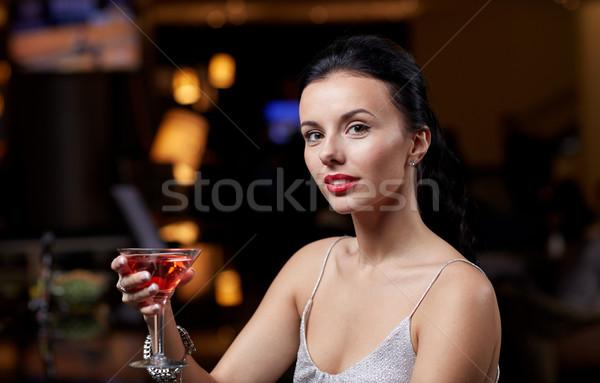 Vrouw cocktail nachtclub bar mensen Stockfoto © dolgachov