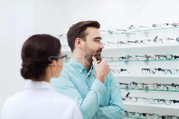 Optikus mutat szemüveg férfi optika bolt Stock fotó © dolgachov