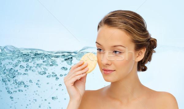 Jeune femme nettoyage visage éponge beauté personnes Photo stock © dolgachov