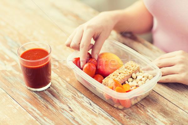 Mujer comida vegetariana cuadro alimentación saludable dieta Foto stock © dolgachov