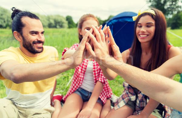 Glücklich Freunde High Five camping Reise Stock foto © dolgachov