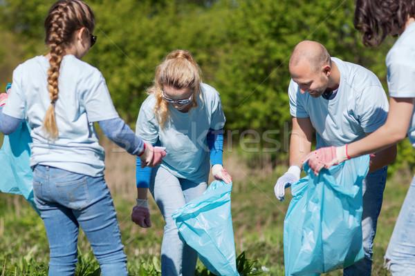 Volontari garbage borse pulizia parco volontariato Foto d'archivio © dolgachov