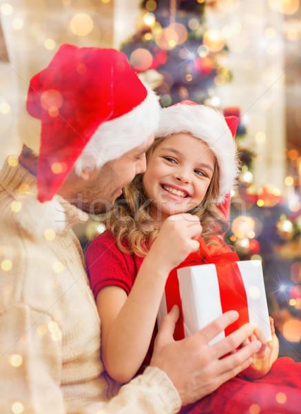 Sorridere padre figlia apertura scatola regalo famiglia Foto d'archivio © dolgachov