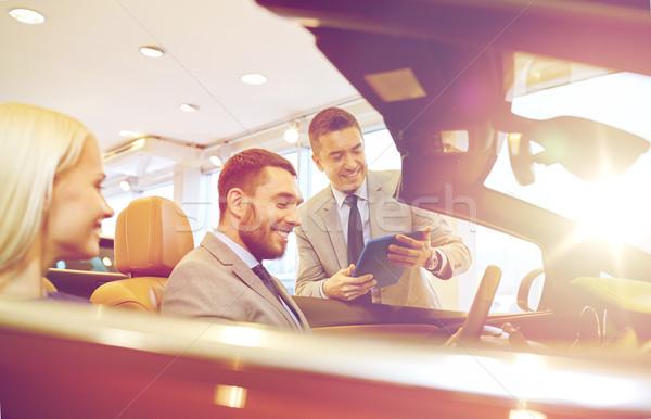 Heureux couple Auto montrent salon Photo stock © dolgachov