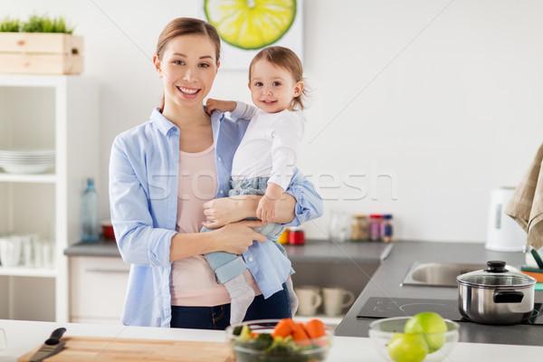 Stock fotó: Boldog · anya · kicsi · kislány · otthon · konyha
