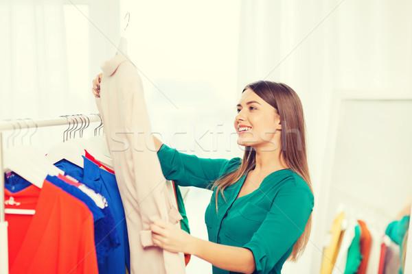 счастливым женщину одежды домой гардероб Сток-фото © dolgachov