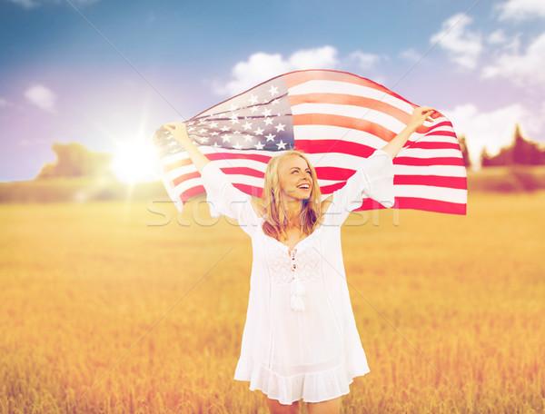 Szczęśliwy kobieta amerykańską flagę zbóż dziedzinie kraju Zdjęcia stock © dolgachov