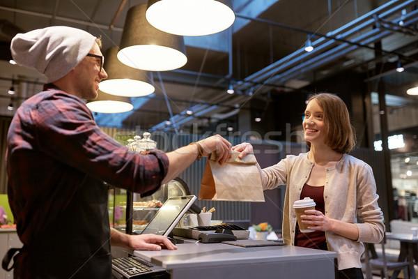 Kobieta torby papierowe sprzedawca Kafejka małych firm Zdjęcia stock © dolgachov