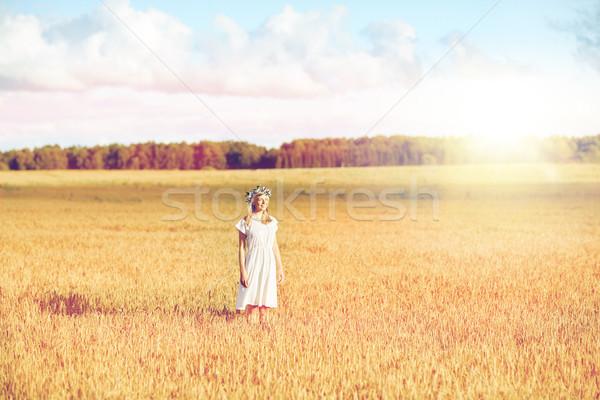 Gelukkig jonge vrouw bloem krans granen veld Stockfoto © dolgachov