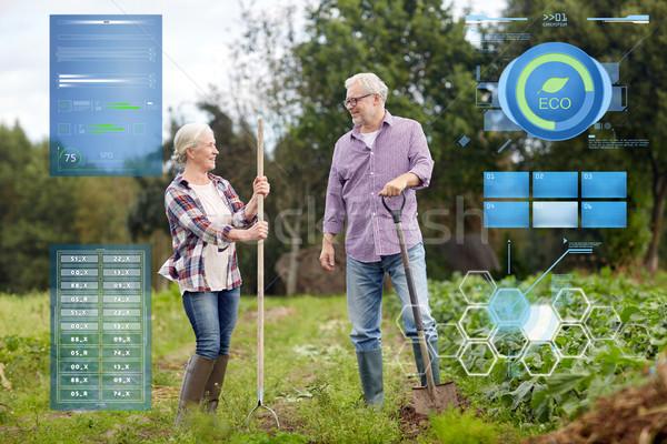 Starszy para ogród gospodarstwa organiczny rolnictwa Zdjęcia stock © dolgachov