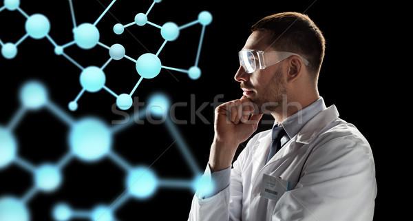 Scienziato guardando proiezione bio tecnologia scienza Foto d'archivio © dolgachov