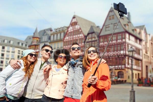 Barátok elvesz fotó bot Frankfurt turizmus Stock fotó © dolgachov