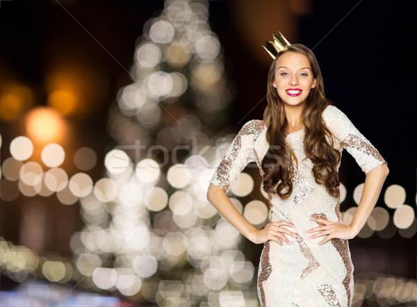 Feliz mulher coroa árvore de natal luzes pessoas Foto stock © dolgachov