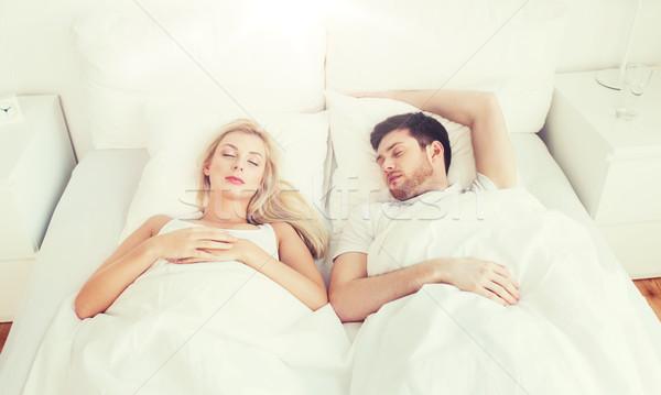 Heureux couple dormir lit maison personnes Photo stock © dolgachov