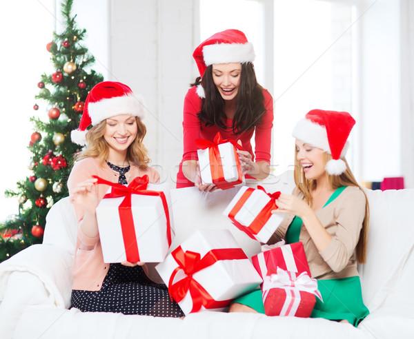 Kadın yardımcı çok hediye kutuları Stok fotoğraf © dolgachov
