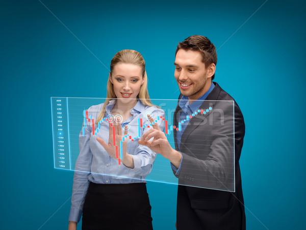 Kobieta człowiek pracy forex wykres działalności Zdjęcia stock © dolgachov