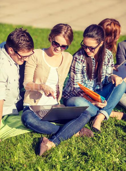 Foto stock: Estudiantes · adolescentes · portátil · computadoras · verano · Internet
