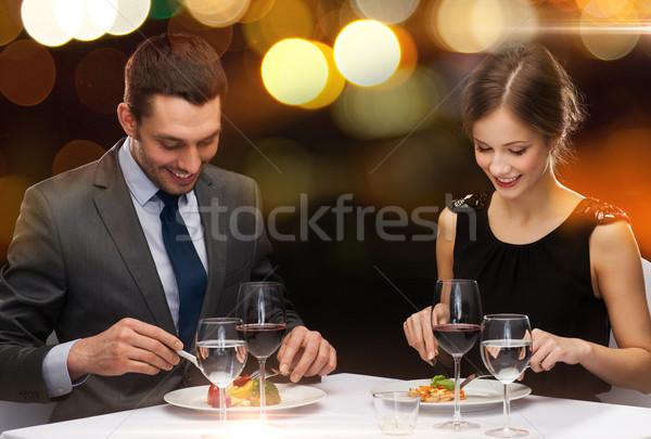 Mosolyog pár eszik főétel étterem ünnep Stock fotó © dolgachov