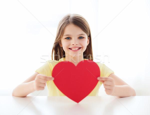 Gülen küçük kız kırmızı kalp ev sevmek Stok fotoğraf © dolgachov