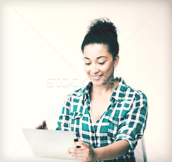 Diák lány táblagép oktatás nő boldog Stock fotó © dolgachov