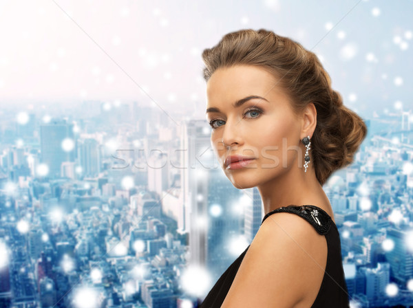 Bela mulher vestido de noite brincos pessoas férias Foto stock © dolgachov
