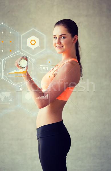 Glimlachende vrouw gymnasium fitness sport opleiding Stockfoto © dolgachov