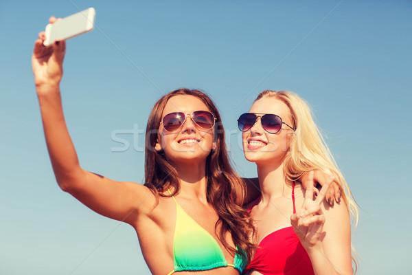 Foto d'archivio: Due · sorridere · donne · spiaggia