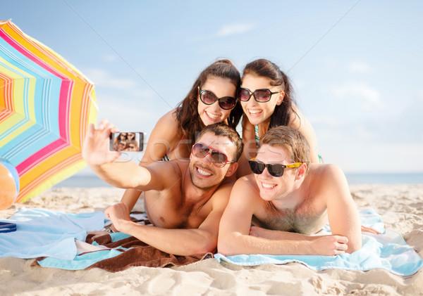 Stock fotó: Boldog · barátok · elvesz · okostelefon · tengerpart · nyár