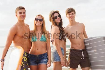 Felice Coppia prendere il sole sedie estate spiaggia Foto d'archivio © dolgachov