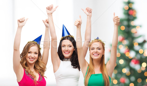 Drie vrouwen hoeden tonen Stockfoto © dolgachov