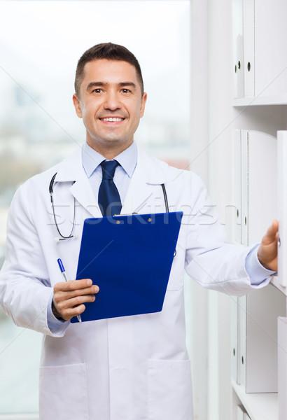 Feliz médico portapapeles médicos oficina medicina Foto stock © dolgachov
