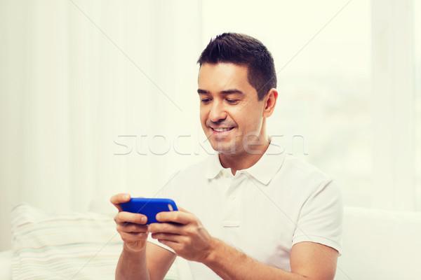 Сток-фото: счастливым · человека · смартфон · домой · технологий · люди