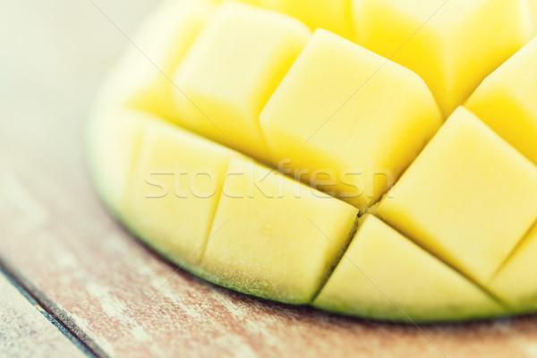 Maduro manga fatia tabela frutas Foto stock © dolgachov