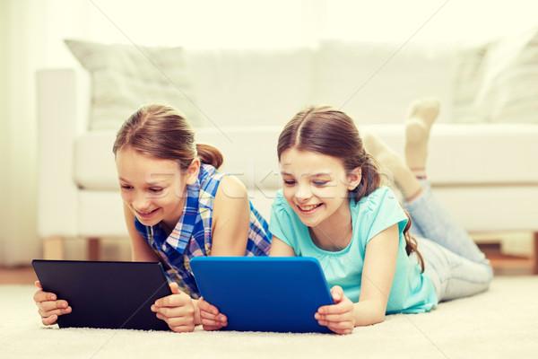 Felice ragazze piano home persone Foto d'archivio © dolgachov