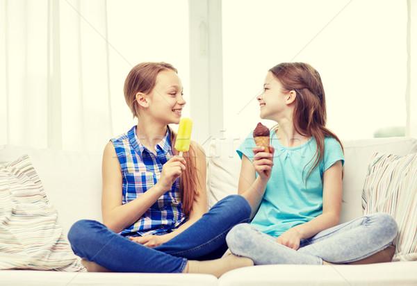 Boldog kislányok eszik fagylalt otthon emberek Stock fotó © dolgachov