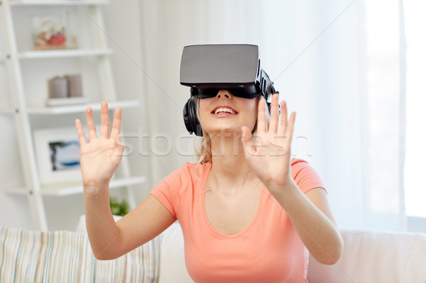Vrouw virtueel realiteit hoofdtelefoon 3d-bril technologie Stockfoto © dolgachov