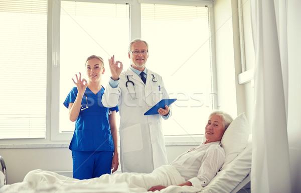Medico infermiera senior donna ospedale medicina Foto d'archivio © dolgachov