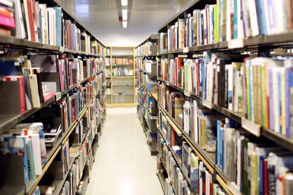 Prateleiras para livros livros escolas biblioteca educação literatura Foto stock © dolgachov