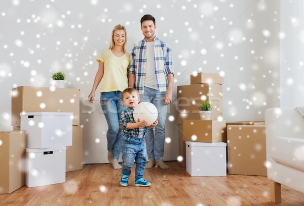 Familia feliz movimiento nuevo hogar jugando pelota hipoteca Foto stock © dolgachov
